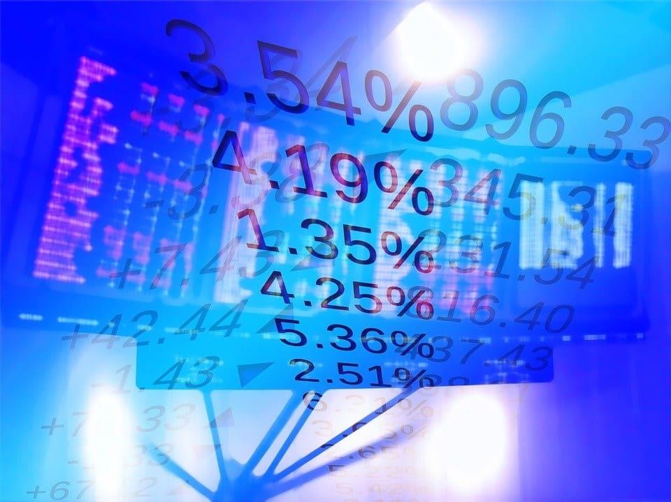 Auf dem Bild mit Börsenbezug werden mögliche Renditen von Aktien gezeigt. - Startkapital Aktienhandel