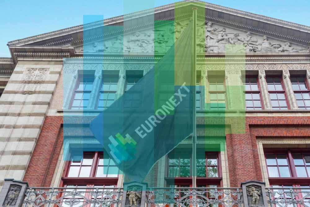Eine Fahne mit der Beschriftung Euronext weht vor einem Gebäude in Amsterdamdie wichtigsten Handelsplätze weltweit