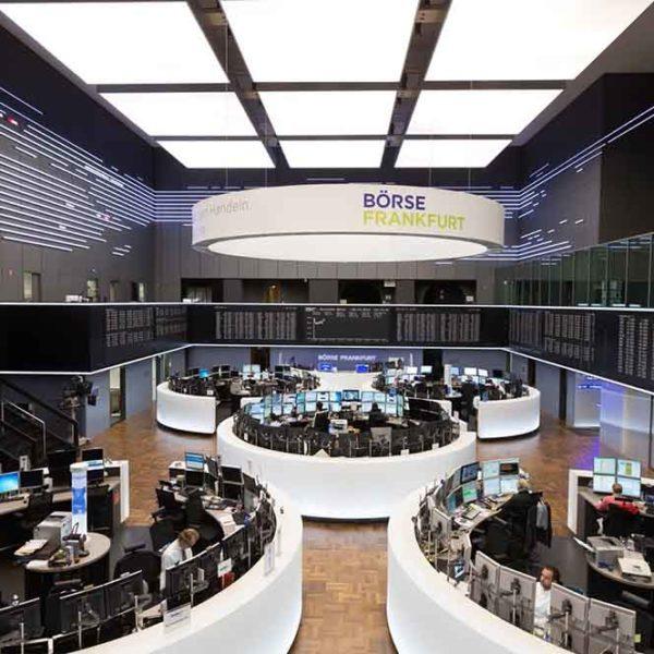 Aktien kaufen Kosten: Handelssaal der Frankfurter Börse