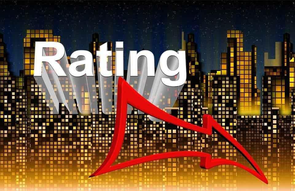 Ein roter Pfeil weist auf ein negativeres Rating des Aktien-Wertes hin