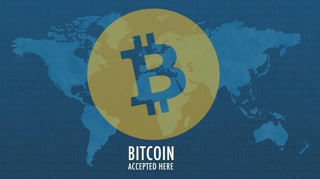 Bitcoins Logo auf Weltkarte - Bitcoin accepted here