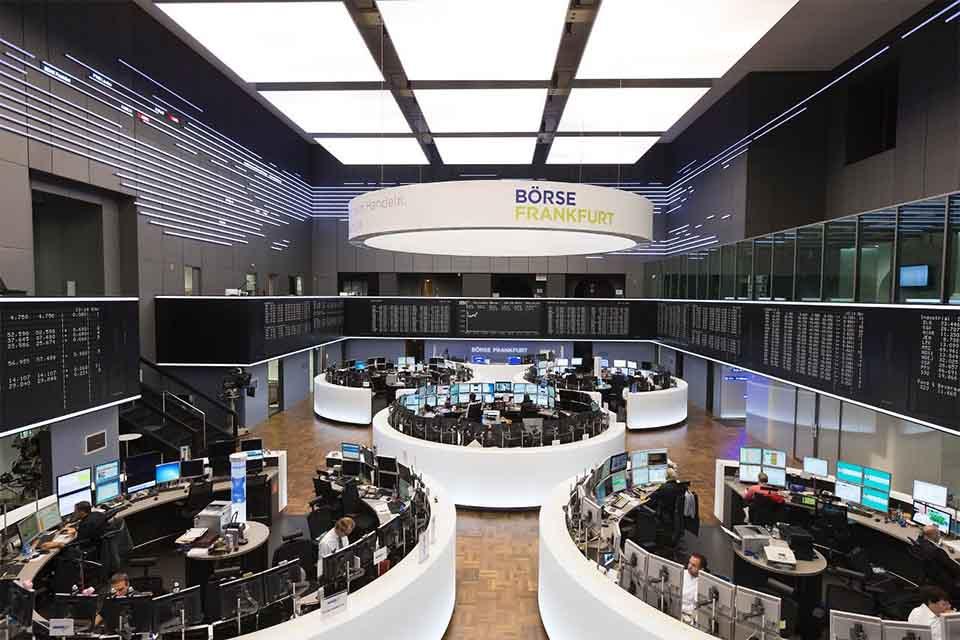 Hansesaal der Frankfurter Börse - Wie kaufe ich Aktien